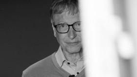 Đâu là bộ mặt thật của Bill Gates?