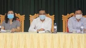 Chủ tịch UBND tỉnh Hà Tĩnh Võ Trọng Hải (giữa) chủ trì cuộc họp. (Ảnh: TTXVN phát)