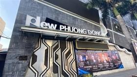 Quán bar New Phương Đông nơi làm việc của ca bệnh dương tính COVID-19 có quê ở tỉnh Đồng Nai. (Ảnh: Văn Dũng/TTXVN)