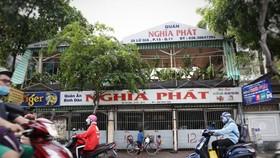 Quán ăn Nghĩa Phát (số 20 Lữ Gia, phường 15, quận 11) tạm thời đóng cửa do liên quan ca tái dương tính ở quận 3 - Ảnh: NHẬT THỊNH