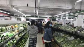 Hàng hóa tại các siêu thị trên địa bàn Hà Nội dồi dào. (Ảnh: Đức Duy/Vietnam+)