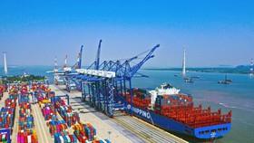 Cảng Quốc tế Lạch Huyện tại hải Phòng là cảng biển nước sâu đầu tiên của khu vực kinh tế trọng điểm phía Bắc. (Ảnh: Đức Nghĩa/TTXVN)