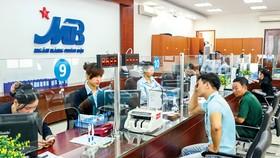 Khách hàng đã mất niềm tin đối với thương hiệu MB sau vụ việc rò rỉ thông tin của nghệ sĩ Hoài Linh. Ảnh: LONG THANH