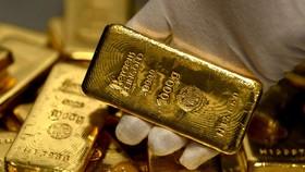 """Giá vàng sẽ """"vật lộn"""" giữ mức tăng trên 1.900 USD/oz"""