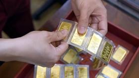 Vàng SJC đang giảm giá chậm