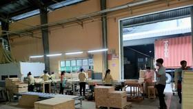 """Các nhà máy chế biến gỗ đang gồng mình sản xuất """"3 tại chỗ"""" để đáp ứng các đơn hàng xuất khẩu những tháng cuối năm - Ảnh: VGP/Nguyễn Dũng"""