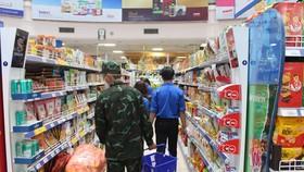 """TP.HCM triển khai """"đi chợ hộ"""" cho người dân từ 23.8"""