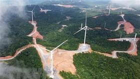 Cánh đồng điện gió ở huyện Hướng Hóa (Quảng Trị). (Ảnh: Hồ Cầu/TTXVN)