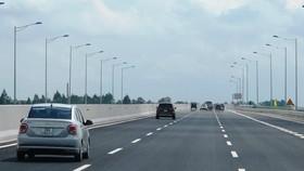 Phương tiện lưu thông trên một tuyến cao tốc đưa vào khai thác. (Ảnh: Việt Hùng/Vietnam+)