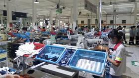 Công ty TNHH Chingluh trả lương trong thời gian công nhân nghỉ việc do COVID-19, nay đã sản xuất trở lại - Ảnh: S.LÂM