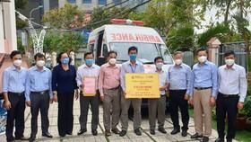 Tập đoàn T&T Group và SHB trao tặng cho TP Cần Thơ 1 xe cứu thương trị giá 870 triệu đồng