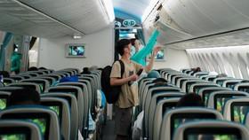 Hình ảnh chuyến bay đầu tiên từ TP.HCM đi Hà Nội sau khi khôi phục bay nội địa