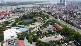 """Lợi dụng thông tin Dự án cầu Trần Hưng Đạo bắc qua sông Hồng được phê duyệt, các """"cò đất"""" đã thổi giá nhiều khu đất tại phường Bồ Đề (quận Long Biên)."""