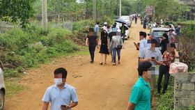 """Tháng 3-2020, """"chợ đất"""" bất hợp pháp """"mọc"""" lên tại xã Đồng Trúc (huyện Thạch Thất, Hà Nội) sau khi có thông tin dự án - Ảnh: T.K."""