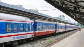 Sau khi được Bộ Giao thông Vận tải phê duyệt và có quyết định, ngành đường sắt sẽ tăng tần suất chạy tàu trên nhiều tuyến. (Ảnh: Minh Sơn/Vietnam+)