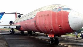 Chiếc Boeing 727-200 bỏ rơi tại sân bay Nội Bài từ ngày 1-5-2007 đã bị Cục Hàng không Campuchia xóa quốc tịch - Ảnh: BẰNG GIANG