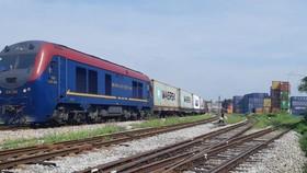 Đường sắt chuyển hướng vận tải hàng hóa để bù lỗ cho tàu khách