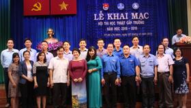Ban Giám hiệu TDC chụp hình lưu niệm cùng các đại biểu tại lễ khai mạc