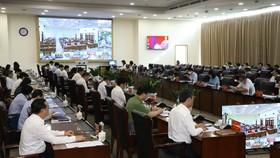 Các đại biểu tham dự buổi đối thoại trực tuyến tại điểm cầu Trung tâm hành chính tỉnh Bình Dương