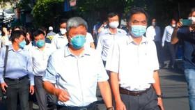 Đoàn công tác của Bộ y tế làm việc đi kiểm tra khu vực nhà trọ tại TP Thuận An