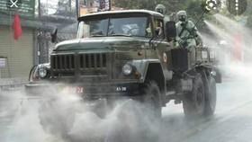 Bộ đội tiến hành khử khuẩn tại thị trấn Dầu Tiếng