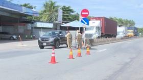 Lực lượng chức năng tỉnh Tây Ninh kiểm tra tại các chốt kiểm dịch