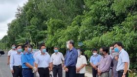 Lực lượng chức năng tỉnh Tây Ninh kiểm tra phòng chống dịch Covid-19 tại khu vực phong tỏa