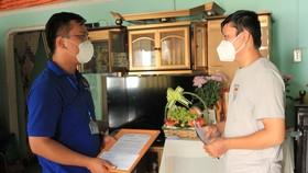 Tỉnh đoàn Bình Dương trao huy hiệu Tuổi trẻ dũng cảm cho người thân chị Trinh