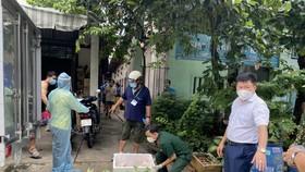 Ông Nguyễn Thanh Tâm, Chủ tịch UBND TP Thuận An kiểm tra phòng chống dịch