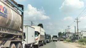 Phương tiện lưu thông trên đường DT 743 trong ngày 6-10