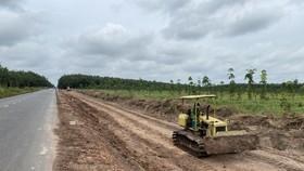 Dự án đường ĐT.794 đoạn từ ngã ba Kà Tum đến cầu Sài Gòn (giai đoạn 2), huyện Tân Châu đang được triển khai thi công