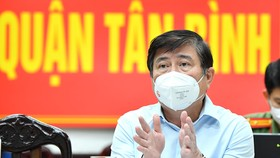 Chủ tịch UBND TPHCM Nguyễn Thành Phong phát biểu chỉ đạo công tác phòng, chống dịch Covid-19 tại quận Tân Bình. Ảnh: VIỆT DŨNG