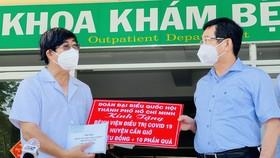 Đoàn đại biểu Quốc hội TPHCM thăm lực lượng tuyến đầu chống dịch Covid-19
