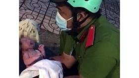 Chiến sĩ công an trực chốt đỡ đẻ thành công cho thai phụ