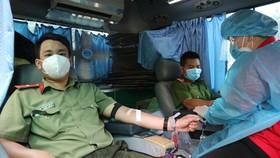 Công an quận Phú Nhuận hiến máu trong mùa dịch Covid-19