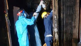 Cảnh sát PCCC giải cứu cụ bà vừa điều trị khỏi Covid-19 trong đám cháy