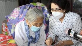 Chủ tịch Ủy ban MTTQ Việt Nam TPHCM thăm người cao tuổi, trẻ mồ côi ở huyện Bình Chánh