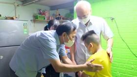 26 trẻ mồ côi vì dịch Covid-19 ở huyện Bình Chánh được nhận nuôi dưỡng đến 18 tuổi