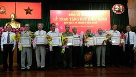 Trao Huy hiệu Đảng đợt 19-5-2019
