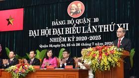 Bí Thư Thành ủy TPHCM Nguyễn Thiện Nhân phát biểu tại Đại hội Đảng bộ quận 10. Ảnh: VIỆT DŨNG