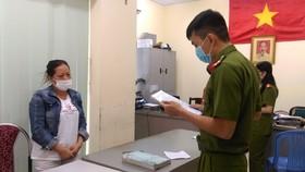 Bắt giam 4 bị can trong đường dây sản xuất găng tay y tế giả