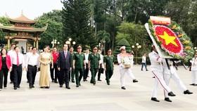 Chủ tịch nước Trần Đại Quang dâng hương tại Đền tưởng niệm liệt sĩ Bến Dược