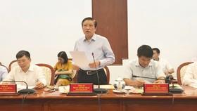 Đồng chí Phan Đình Trạc phát biểu tại buổi làm việc. Ảnh: KIỀU PHONG