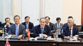 Bí thư Thành ủy TPHCM Nguyễn Thiện Nhân đề xuất sáng kiến thành lập mạng lưới các thành phố Đông Nam Á để phát triển bền vững. Ảnh: KIỀU PHONG