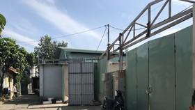 Một công trình trong cụm 7 công trình không phép của ông Lê Hữu Thành, Phó Chủ tịch HĐND quận Thủ Đức cùng người thân đang được tháo dỡ. Ảnh: KIỀU PHONG