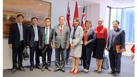 Đồng chí Nguyễn Thiện Nhân cùng đoàn đại biểu TPHCM chào xã giao bà Gladys Berejiklian, Thủ hiến bang New South Wales. Ảnh: KIỀU PHONG