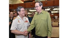 Bí thư Thành ủy TPHCM Nguyễn Thiện Nhân gặp cán bộ cao cấp quân đội nghỉ hưu