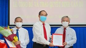 Bí thư Thành ủy TPHCM Nguyễn Thiện Nhân trao quyết định nhân sự tại Nhà Bè