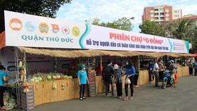 MTTQ cùng các đoàn thể quận Thủ Đức đưa cây ATM gạo và tổ chức phiên chợ 0 đồng phục vụ người dân