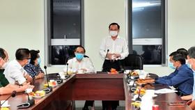 Bí thư Thành ủy TPHCM Nguyễn Văn Nên thăm, động viên đội ngũ phòng chống dịch Covid-19